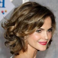 Фото: Модные стрижки для женщин после 40 на средние волосы