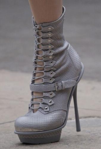 Модная обувь на шнуровке осень-зима 2016-2017