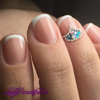 Цвета модного маникюра на короткие ногти