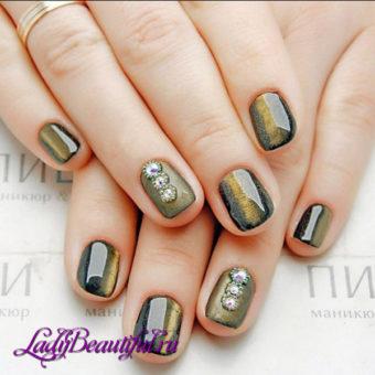 Темно-золотой маникюр на короткие ногти