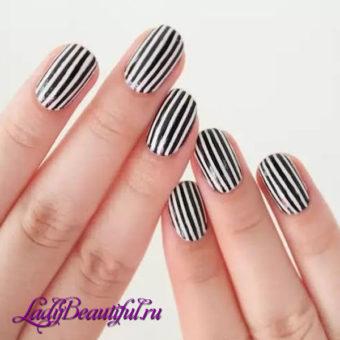 Полосатый маникюр на короткие ногти