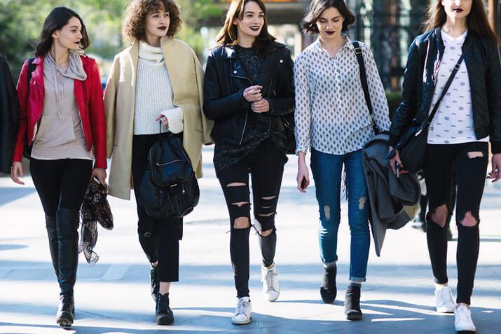 Модные образы уличной моды осень-зима 2016-2017 — джинсы