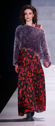 Многослойность и асимметрия в модных свитерах и туниках