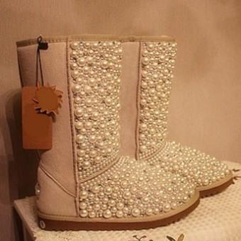 Модные угги с декором осень-зима