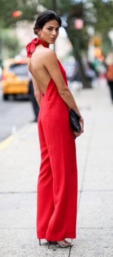 Любительницы ярких сексуальных цветов, присмотритесь к красным комбинезонам