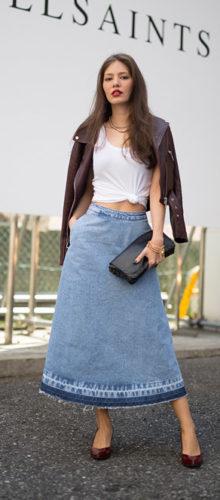 Стильные летние образы с джинсовой юбкой