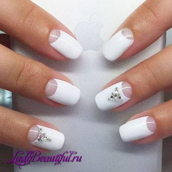 Модный белый свадебный маникюр