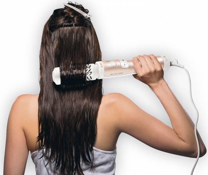 выпрямить непослушные волосы фен-щетка